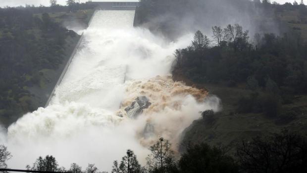 Californians Flee From Broken Lake Oroville Dam